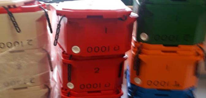 مهنيو الصيد البحري التقليدي بالدائرة البحرية الحسيمة سيستفيدون من 1929 صندوق عازل للحرارة و643 غطاء اضافي في القريب العاجل.